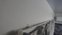 カーテンレールの上で軽いインテリアを楽しみたいのですが、レールの幅が3.5cmしかありません。 これでも上に板をつけたりしてインテリアを楽しめますか?