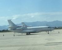 この飛行機の機種は何でしょうか。 あまり見かけない飛行機だと思いますが。 プライベートジェットですかね。 ベトナムのカムラン空港です。