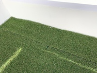 人工芝の貼り方について質問させていただきます。詳しい方よろしくお願いします。 先日、業者に人工芝を施工して頂いたのですが今朝、明るい昼間に見てちょっとびっくりしたのですがつなぎ目( 画像貼ります)、そ...