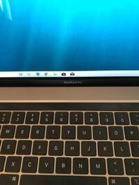 MacBook Pro タッチバーモデルを買って、BootcampでWindowsを入れたんですけどTouch Barに何も表示されません。 調べたところ、Touch Barは普通なら使えるようなので、何か設定が出来ていないのでしょうか?  分かる方教えて下さい。