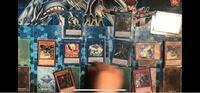 遊戯王で 先行として エクストラゾーン右側を最初に使ってるとして 左側もリンク先があれば使えるんですか? 写真で言うと リンクリボーのところです。