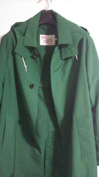 このコートはスプリングコートとしてインナーにボーダーシャツにボトムスにはデニムかチノ合わせたいのですが、大丈夫でしょうか?