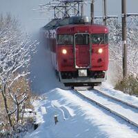 七尾線413/415系置き換えについて 今年の秋からついに、七尾線の国鉄型車両が 姿を消し始めます。 そこで、最後に一目でいいので雪の中を豪快に 走り抜ける七尾線を見たいと思ったのですが、 今年は例を見ない様...