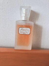 この香水はミスディオールと書いてありますが、ミスディオールシェリーと違う匂いですか?こちらは病院の香りがして苦手なのですが、ミスディオールシェリーが良い香りと聞くので使ってみたいです。廃盤のこの香水と 匂いが違うのであれば、どんな香りがよければ教えて欲しいです!