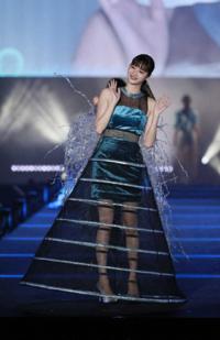 新川優愛さんの着ているこのドレス、どう思いますか?
