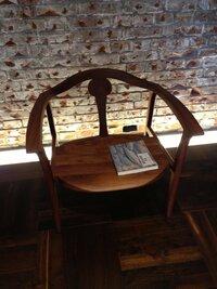 チェア(椅子)の名前など知りたいです。 東京ステーションギャラリーの休憩コーナーにあった椅子です。 よろしくお願いいたします。