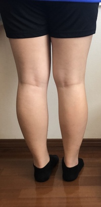 この大根足をどうにかしてください  昔からよく食べてよく動く子だったので筋肉と脂肪が混ざりあって霜降り状態になってしまいました。中学になって運動部に入ったのですが全く細くならず筋肉 だけがどんどんついてきます。どうにかして細く出来ないでしょうか???
