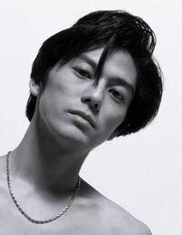 尾崎豊が付けているネックレスはどこのものかわかりますか?