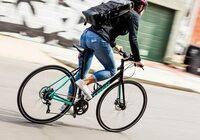 男子高校生に質問です。仲間うちでクロスバイクに乗る人が増えてきましたか? クロスバイクとはこういうタイプの自転車のことです。  すでに乗ってる場合は、なぜ買おうと思いましたか?