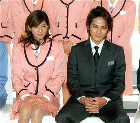 ところである週刊誌で内田有紀ちゃんと柏原崇さんの2ショットが記載だそうで 前々から言われてるお二人
