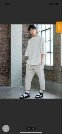 白靴下にサンダルってダサいですか? ネット上での評価は最悪ですが、写真のようなコーデはすごくかっこいいように見えます。 皆さんの意見を聞きたいです!