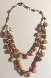 頂き物のネックレスなのですが、おそらく本物の天然石だと思います。 これっていくらくらいするものなんでしょうか?  モトマチ山岡毛皮店の袋に入っていたのですが、調べたらネックレスなど売ってなかったのでますます分かりません。よろしくお願いします。