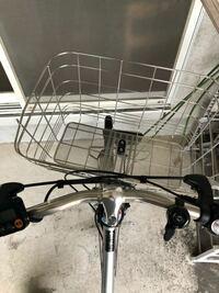 自転車のかごが傾いてしまいました(転んだ時)真っ直ぐに直すにはどうすれば良いでしょうか?
