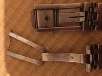 オメガシーマスターのベルト部分ですが、折れ曲がって外れてしまっていますが修理可能なのでしょうか? どなたかご存知でしょうか?