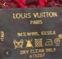 フリマサイトで、ルイヴィトン のロゴマニアのマフラーを購入しようとしています。タグの写真がありますが、偽物ではないでしょうか?見分けがつきません。ご存知の方宜しくお願い致します。
