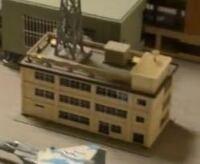 この写真は1/150スケールのビルの模型なんですけどどこ製のビルかわかりません。わかる方いますか?