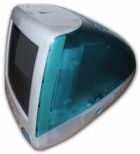 iMacとMacBook(旧iBook)は、なぜ1990年代末に発売された初代iMac・iBookのカラフルなデザインをやめてしまったのでしょうか。  21世紀になってから発売されたiMacやiBook→MacBookは、現在に至 るまで一貫して白...