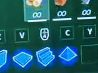Youtube フォートナイトの動画です。 おそらくパソコンでやっているとおもうのですが、 マウスマークには、何の意味があるのでしょうか?  また、マウスの下の方に4という文字のようなもの が見えますが、こ...
