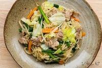 お昼が焼きそばだったのに 夕食は野菜炒めって やっぱり嫌ですか?  材料、ほとんど同じだから…     お昼が焼きそばだったら 夕食、何が食べたいですか?