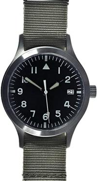 この時計はIWCのパイロットウォッチが買えないのでドイツのMWCというところのセイコーの自動巻きで組み立ては中国と思うのですが3万以下で気休めに買いましたがアリかナシ?