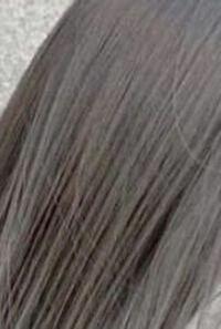 黒髪地毛から髪を染めようと思うのですがこのご時世なのでセルフカラーをしようと思っています 髪質は細く柔らかく猫っ毛です   画像のような色にしたいのですがオススメのヘアカラーはありますか?  ブリーチは...