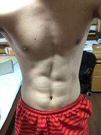 腹筋の形がおかしいんですけどこれって綺麗になりますか?何がおかしいんでしょう。
