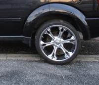 車 22インチからインチダウンして、リフトアップ感を出したいのですがどのようなサイズのホイールにしたらよいですか?