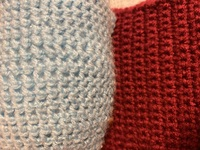 編み物 かぎ針編み 細編みについて かぎ針で細編みをして編み物をしていますが、完全するといつもモデルサイズよりかなり大きくなってしまいます。 こんなもんかなと思っていましたが、最近 編みぐるみのキット...