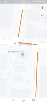 知っている方教えて下さい。  自動車で画像の様に進みたい場合どのように進んだら良いのでしょうか? 画像と逆の場合は青信号→左折→右折にて通れますが 画像の場合は左の信号が青→左折→右折 で良いのでしょう...