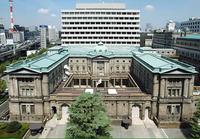 三流大学でも、日本銀行に就職する方法はありますか?  関東地方にある偏差値52の大学三回生です、経済学を専攻しています。 こんな偏差値の私でも、日本銀行へ小食できる方法はあるでしょうか? それともやっ...