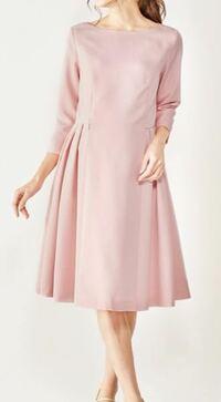 この淡いピンクのワンピースに似合うアクセサリーを教えて下さい。