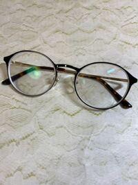 メガネ女子です! メガネ屋さんに行ったらかなり度数が上がりました! 見やすいです!!  みなさんはどんなメガネかけてますか??  私はこれかけてます