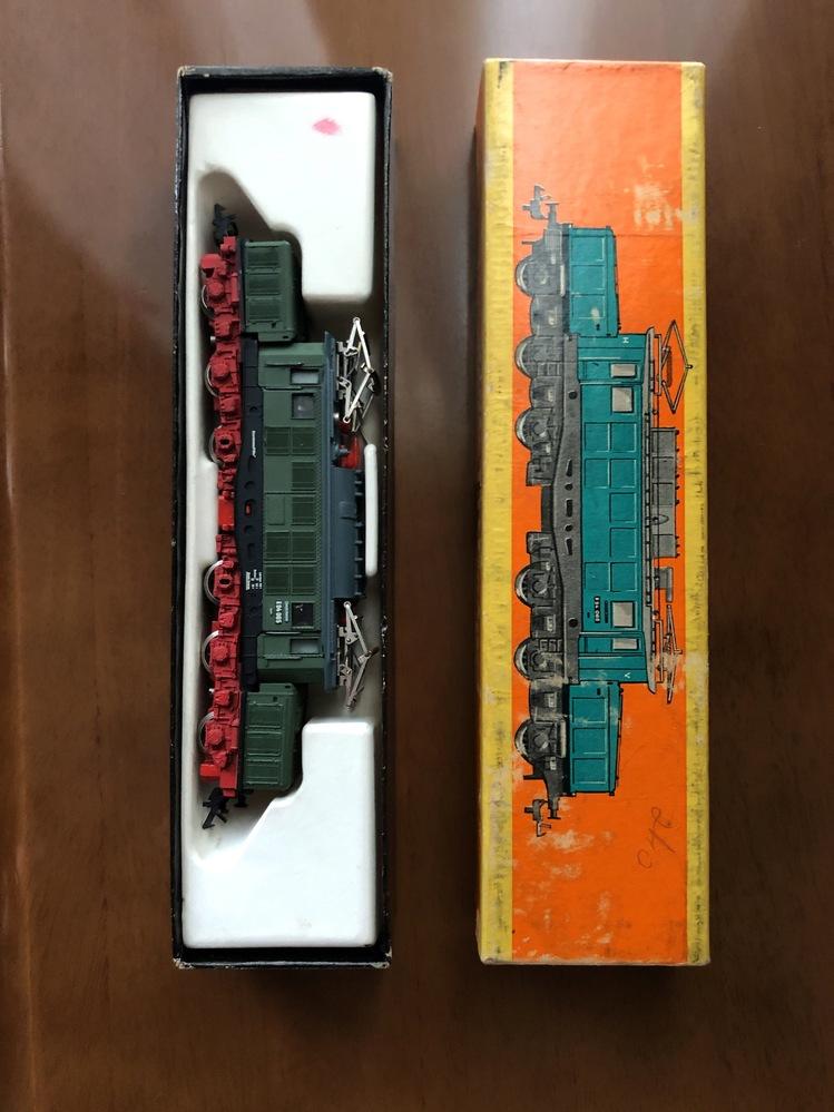 この模型がいつの時代の模型で、なんの商品かわかりますか? 箱の横には、Elektrische Lokomotive E94 と書かれていました