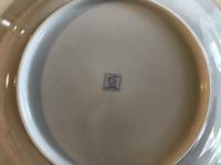 この皿の裏印は何を意味してるのでしょうか?どこのものと言う意味でしょうか?