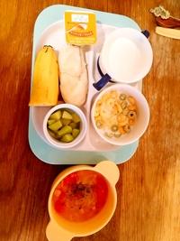 1歳2ヶ月の食事について  朝ごはんに、いつも何を食べさせていいか迷っています。 パンがそのままでは食べてくれないため、スープや汁物に浸してたべさせています。 ちなみに今日のメニュ ーは下記でした。...