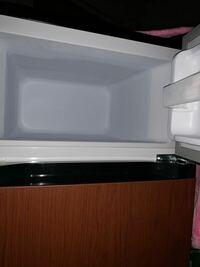冷蔵庫の冷凍庫に明かりがついていません、後付けできる扉を開けたらあかりがつくようないい感じのものは無いでしょうか?