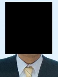 履歴書の写真を撮りましたがなんか肩のバランスがおかしいような気がします。撮り直した方がいいですか?