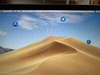 MacBookを買いました。デスクトップにアプリを表示してみました。この左下に矢印が出てるのがコピーぽくて嫌です。どうにかなりませんか?
