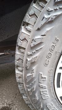 ヨコハマタイヤのジオランダー M/T G003を装着しているのですが、肉厚部分に50mmていどのネジが刺さっていたのですが、大丈夫でしょうか?タイヤの厚さはどのくらいあるのでしょうか?