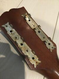 ギターのこの金属?鉄?の部分の名称って分かる方いますか?良ければ教えていただきたいです!