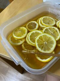 蜂蜜レモンを作ろうと思ってレモンと蜂蜜をタッパーにいれて3日前から冷蔵庫に置いておいたら蜂蜜がタッパーの底に溜まって液状になっていませんでした。どうすればよいのでしょうか