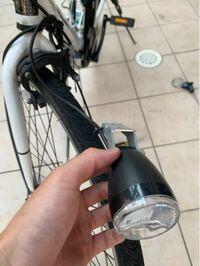 電動自転車の前のキャリアを外しました。 この電動アシストの電源と繋がっているライトはいらないです。 ライトのところだけ切断しても大丈夫でしょうか?
