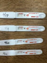 これって、、、 排卵してますか?? 妊娠希望で排卵検査薬ドゥーテストです。 線が全て基準より薄い気がします、、。