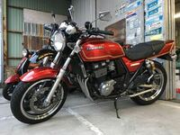 赤いバイクのヘッドライトをマーシャルのイエローレンズにしようと思うのですが似合わないですかね 車種はZRX400です。これからヘッドライトを丸目に変える予定です。年式は95年です。まだ完成してないので画像は...