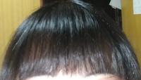 ケープの使い方 女子高生です。数週間前までは本来の横髪が前髪として生きていて激重前髪だったので、表面をかき分けて本来の前髪を抽出しました。そのかき分けた本来の横髪が伸びかけで今の前髪の上に被さるのが嫌で固めようと思いました。(伝わりづらい)  ケープONEのしっかりタイプを前髪にかけて1日過ごしていますが、触るとパリパリしていてかけていることが丸わかりです。傍から見ても「あーかけてんな」と分...