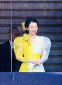 美智子様って50代の頃、すごい派手なファッションでしたが、なぜ今の美智子様や皇族の方は、あれほど 控えめなファッションになってしまったのでしょうか?