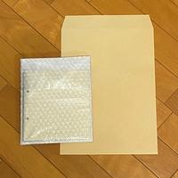 セブチのミニアルバムのフォトブックを郵送で交換することになりました。 このような梱包方法で良いのかを教えていただきたいです。 ※フォトブックの厚さは2mm程度  ①下に厚紙をひく ②ビニ ール製の袋に入れ...