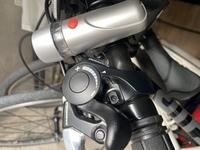 NEXTYLEの21段変速のロードバイクを買いました。前が3段、後ろ7段です。前が3段のはずがレバーが9回動きます。(詳しくは写真を見てください。)これの使い方を教えてください。
