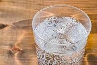 焼酎はナニで割る? (^。^)b 1、水 2、お湯 3、炭酸水 4、日本茶 5、ウーロン茶 6、コーヒー 7、ジュース 8、その他 9、割らない 10、焼酎は飲まない