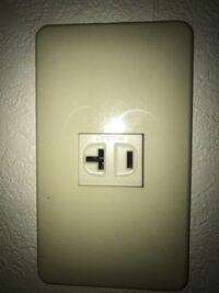 エアコンについて。このタイプのコンセントなのですが、エアコンのプラグもこの形状にあったやつを選ばないといけないですか?電圧とかは20A125Vです。それともこの数値以下のものも設置してOKですか?